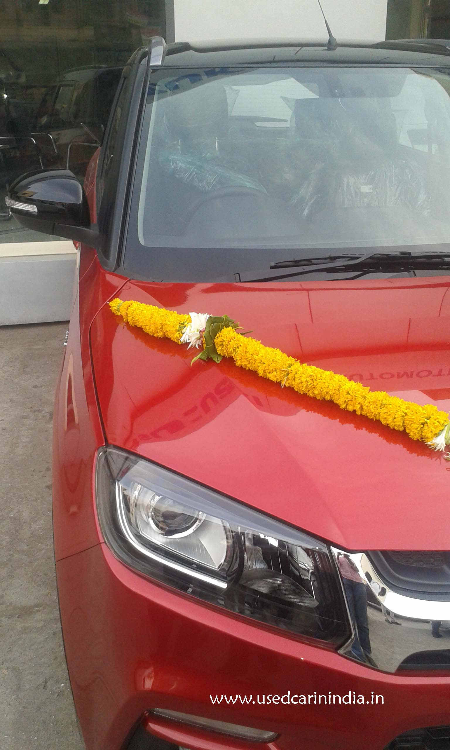 Maruti Vitara Red car_9